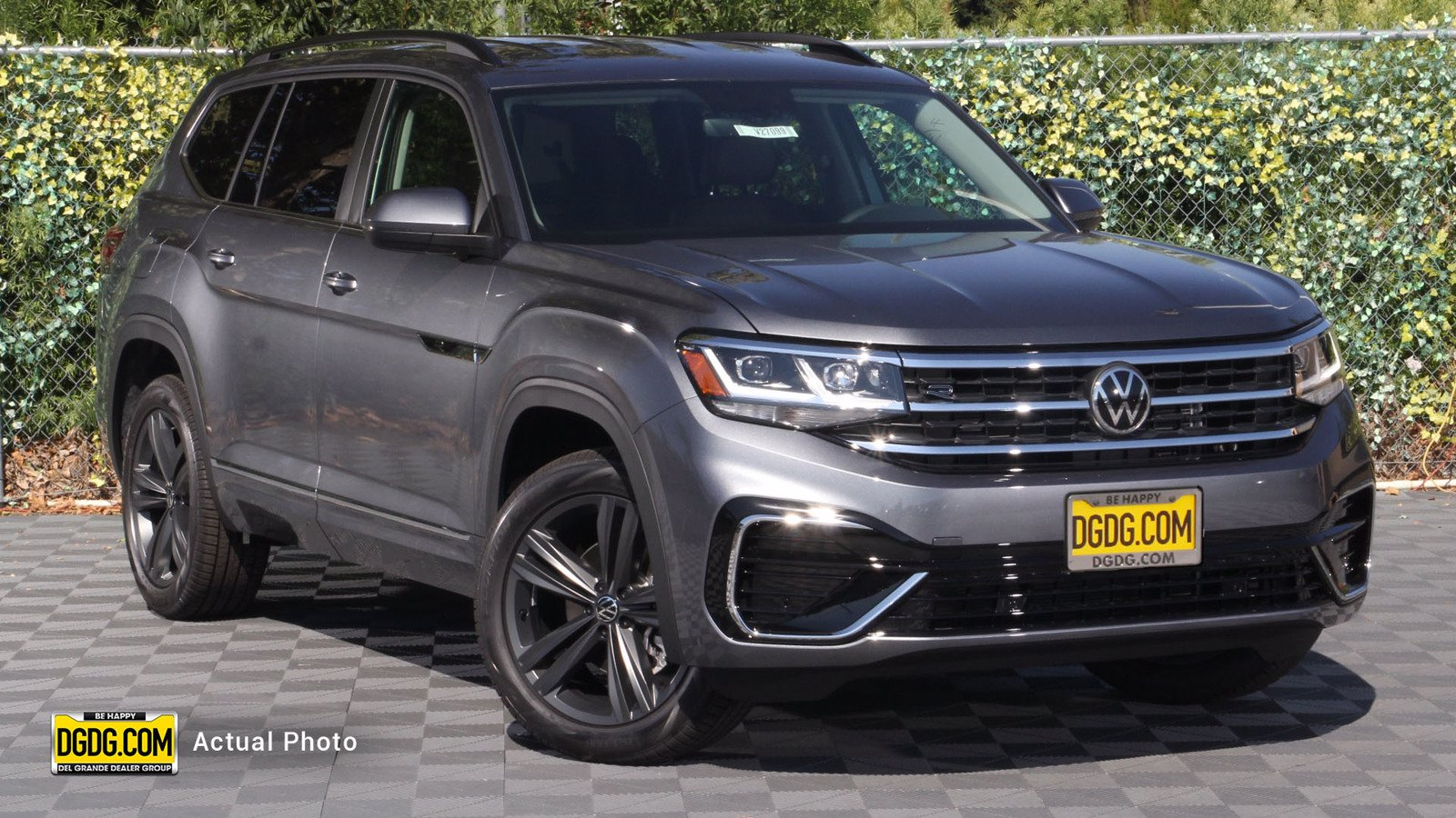 New 2021 Volkswagen Atlas 3.6L V6 SE w/Technology R-Line