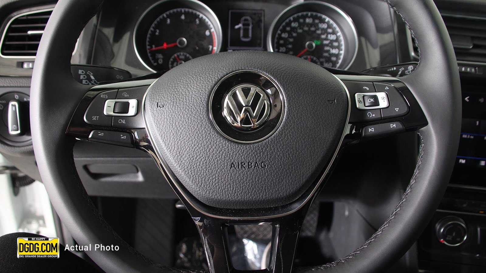 New 2018 Volkswagen Golf SE Hatchback in San Jose V