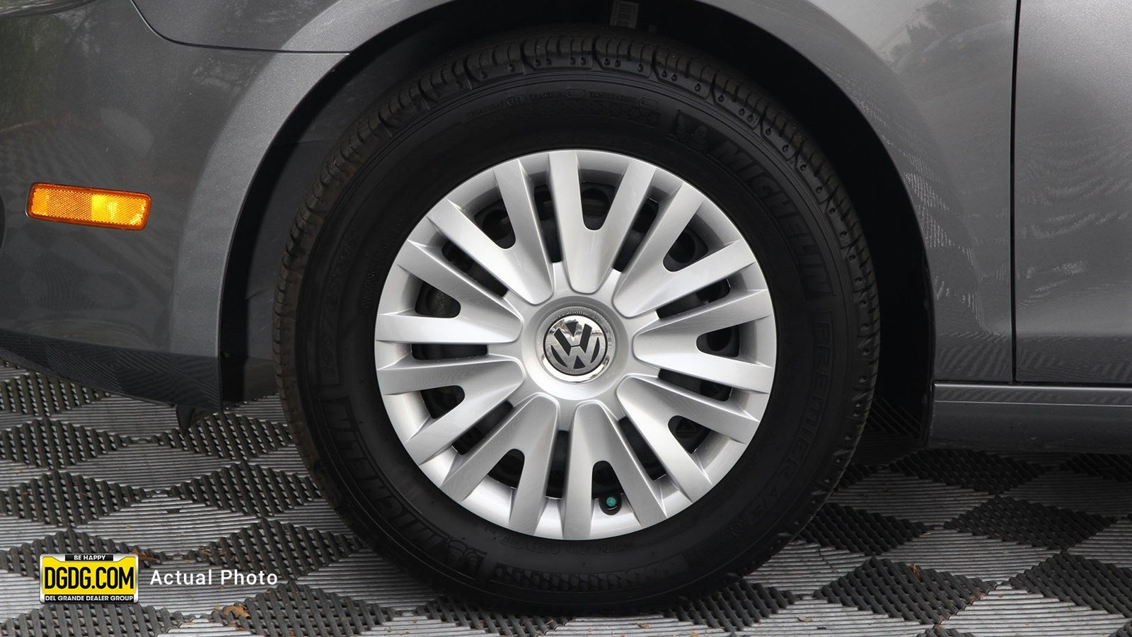 Pre-Owned 2012 Volkswagen Golf 2.5L